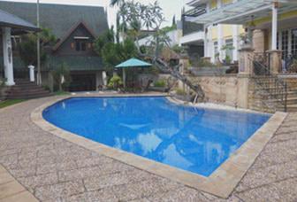 villa dengan kolam renang pribadi